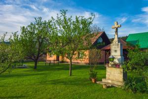 20-21 týden- Kříž poblíž parkoviště na Lipovém
